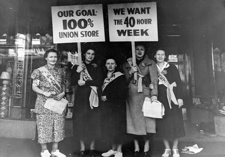 Women-pickets-for-40-hr-week-and-union-store.jpg