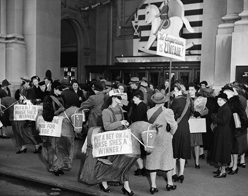 2 Striking-employees-of-the-Department-Store-Employes-Union-picketing-in-front-of-the-Emporium-Dec-4-1941-AAD-5522.jpg