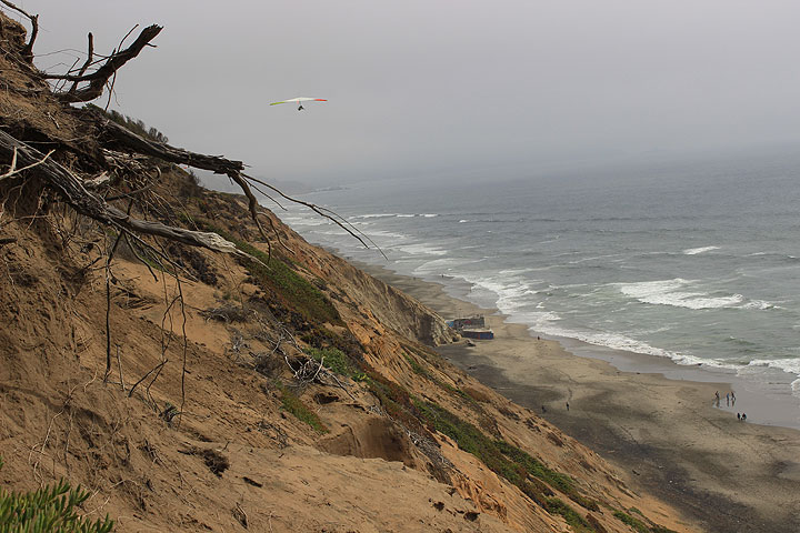 Hang-glider-off-Ft-Funston-with-cliffs 2889.jpg