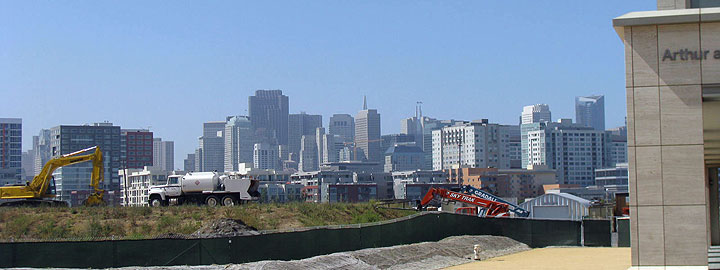 View-of-skyline-from-Mission-Bay-w-construction-in-foreground 9105.jpg