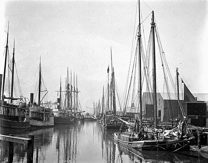Scow-schooner-Melvina-at-Pope-and-Talbot-lumber-wharf-A11.29.842ps.jpg