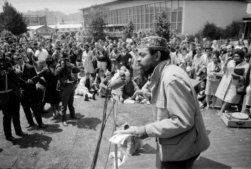 Black-Panthers-speak-at-San-Francisco-State-College-May-4-1967-Amiri-Baraka-LeRoi-Jones.jpg