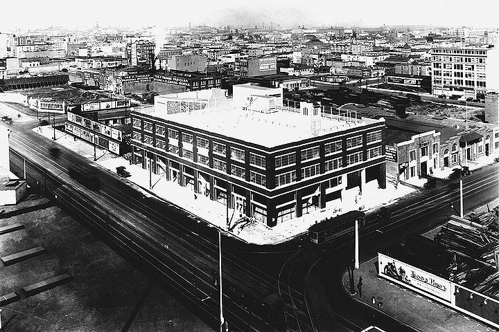Market-St-and-11th-w-H-streetcar-1920-SFPL.jpg