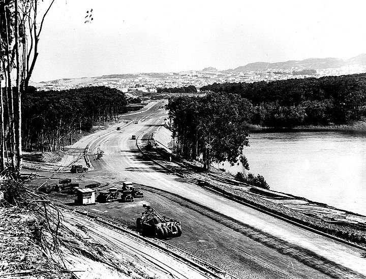Skyline-Blvd-north-at-Great-Highway-Lake-Merced-at-right-Fleishhacker-Zoo-ar-left-Sunset-ahead-March-15-1937-SFDPW.jpg